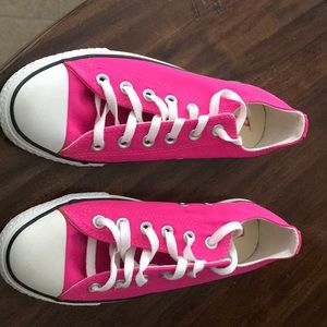 Women's converse size 9